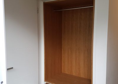 Garderobenlösung weißlack / Eiche