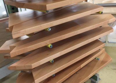 Stufen lackiert in Trocknung